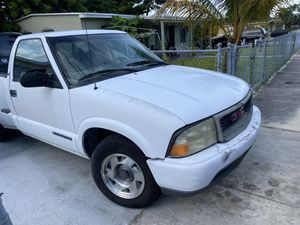GMC Sonoma 2001 for parts for Sale in Miami, FL