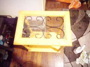 Glass top end/side table for Sale in Murfreesboro, TN