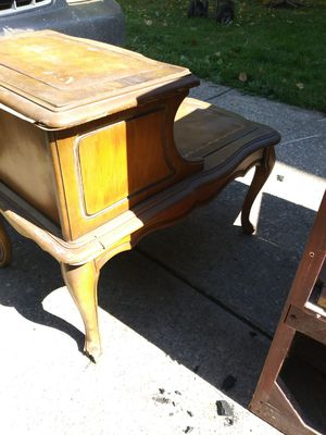 Antique side table for Sale in Cleveland, OH