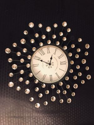 """Sparkly 17"""" round battery operated clock for Sale in Edgewood, WA"""