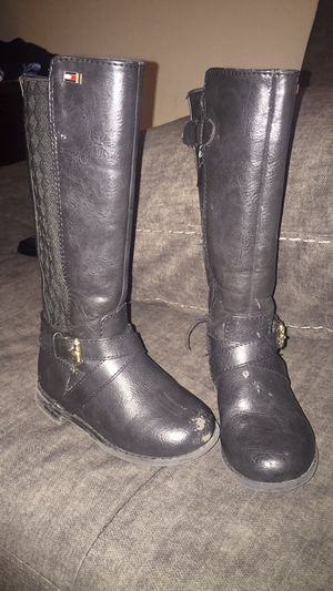 Tommy Hilfiger girl boots size 7 for Sale in Centreville, VA