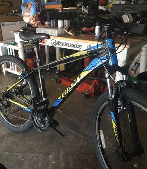 Mountain bike Giant Revel 2 bike for Sale in Westminster, CA