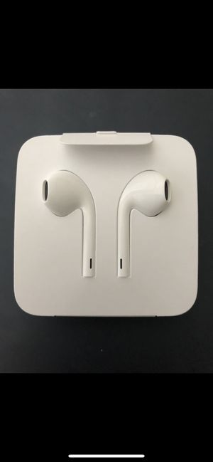 Wired Standard Apple Headphones with built in mic and adapter included for Sale in Rockville, MD