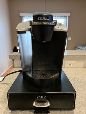 Keurig B60 coffee maker with Stand & Universal reusable filter for Sale in Tacoma, WA