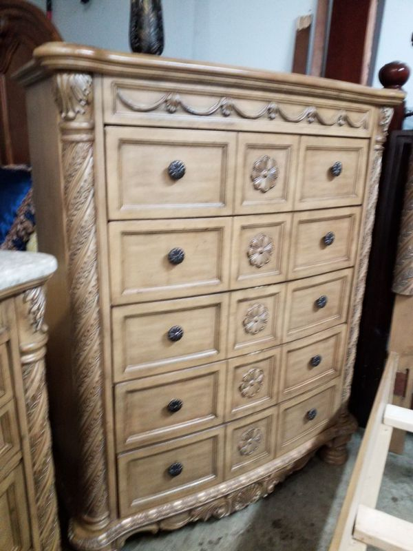ASHLEY NORTH SHORE USED KING BEDROOM SET (READ DESCRIPTION BEFORE ASKING)