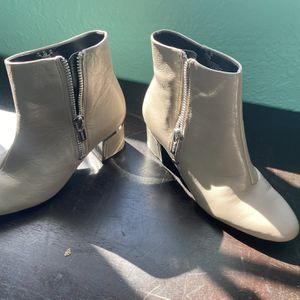 DKNY Boots Size 7.5 Never Used for Sale in Hialeah, FL