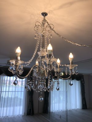 Chandelier in excellent condition for Sale in Miami, FL