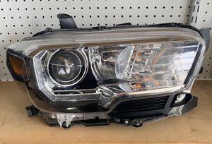 2016-2018 Toyota Tacoma Used LED Headlight RIGHT SIDE for Sale in Bell, CA