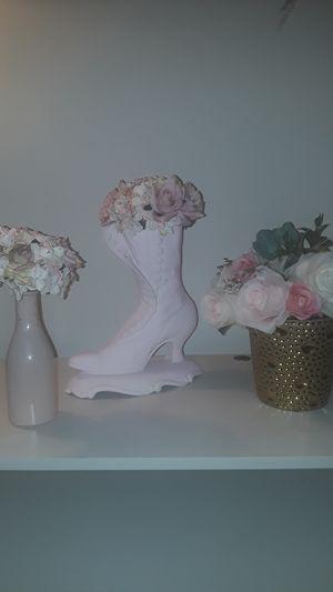 Pink vase & flower decor for Sale in Silver Spring, MD
