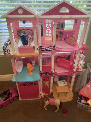 Malibu Barbie house with furniture and 2 bins of barbie clothes! $300 value! for Sale in Tampa, FL