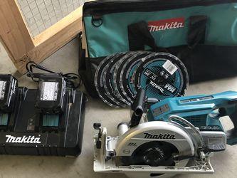 Makita Rear Handle Cordless Saw 2 X 5.0 AH for Sale in Las Vegas,  NV