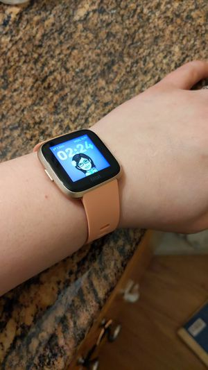 Fitbit Versa rose gold aluminum for Sale in Tacoma, WA