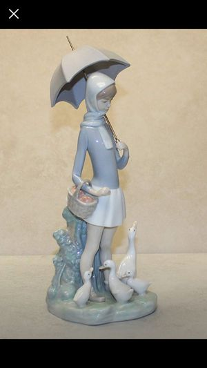 """Lladro """"Girl With Umbrella And Geese"""" Collectible Figurine #4510 Retired Glazed Finish for Sale in Dallas, TX"""