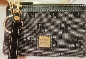 Dooney & Bourke small wristlet wallet for Sale in Lawrenceville, GA