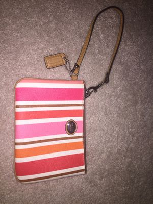 Authentic coach wristlet change purse for Sale in Columbus, OH