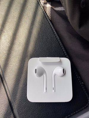 Authentic Apple earbuds(lightning port) for Sale in San Jacinto, CA