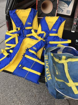 3 adult size life jackets for Sale in Santa Monica, CA