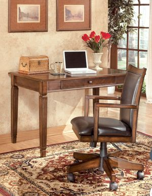 Hamlyn Home Office Small Leg Desk & Chair Set| H527 for Sale in Houston, TX