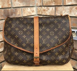 Louis Vuitton Saumur 35 crossbody for Sale in San Marcos, TX