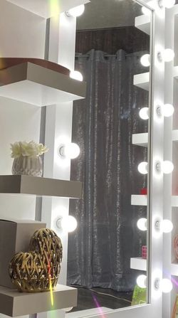 Full Body Mirror And Side Shelves for Sale in Fresno,  CA