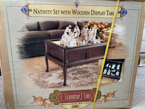 Grandeur Noel Collector's Edition 2001 Ethnic Nativity 9 Piece Set With Table for Sale in Houston, TX