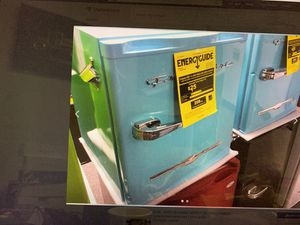 Frigidaire 1.1cf Retro Refrigerator, Blue, 18x18x18 for Sale in Bedford Heights, OH