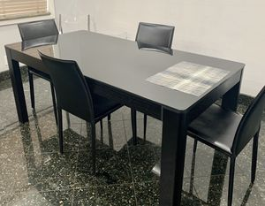 Black dinning table for Sale in Los Angeles, CA
