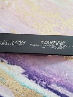 Laura Mercier Secret Camouflage Pull Apart Brush for Sale in Bell Gardens,  CA