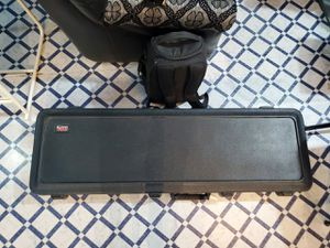 Bass guitar case - Gator TSA approved (Case ONLY) for Sale in Plano, TX