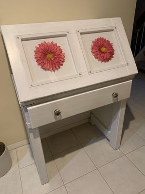 Girls desk, lamp, & chair for Sale in Annandale, VA