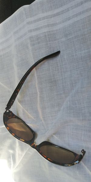 A,WOMAN SUNGLASSES FOSTER GRANT LITTLE DAMAGE MY LOST YOUR GAIN for Sale in Pittsburg, CA