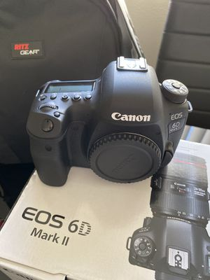Canon EOS 6D Mark II Digital SLR Camera Body, Sandisk Ultra 64GB U3 2 Pack, Ritz Gear Camera Backpack, Tripod, Replacement Battery, Cleaning Kit, Mon for Sale in Los Angeles, CA