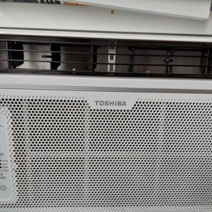 Toshiba AC Unit With The Side Mounts.Used For 2months In The Summer for Sale in Modesto, CA