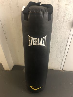Everlast 100 Lb Punching Bag for Sale in Costa Mesa, CA