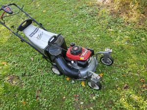 Honda self-propelled swivel wheel lawn mower for Sale in Levittown, PA