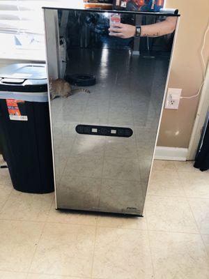 Wine refrigerator for Sale in Millsboro, DE