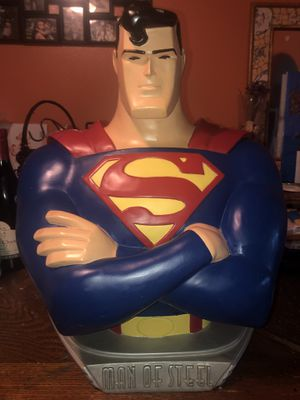 "SUPERMAN MAN OF STEEL 18"" TALL STATUE COLLECTIBLE for Sale in Bloomington, CA"