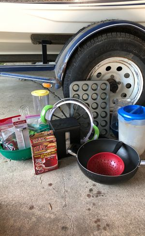 KITCHEN BUNDLE (pan, napkin holder, spatula, whisk, cookie cut outs, cupcake pan, 2 pitchers, stufz burgers, 2 strainers) NEED TO GO for Sale in San Antonio, TX