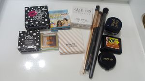 NEW MAKEUP LOT ■ EYE SHADOWS ■ HIGHLIGHTERS ■ EYE MAKEUP BRUSHES for Sale in Hollywood, FL