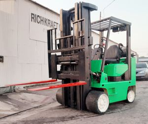 "FORKLIFT ""CLARK"" 9000 LB CAP $2,980!!! (3) STG W/SIDE-SHIFT... JUST STARTED TO SMOKE BUT STILL RUNS GREAT!!!! THIS SAME LIFT GOES FOR $7/10 K!!! HURRY for Sale in Santa Fe Springs, CA"