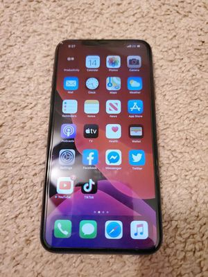 IPHONE 11 64gb USED FOR 6 MONTHS for Sale in Canton, GA