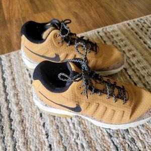 Size 9.5 Mens Nike Air Max Invigor Mid Wheat Black Light Bone 858654-700- for Sale in Mifflinburg, PA
