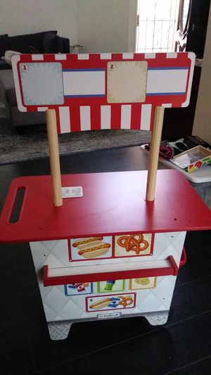 Kid kraft hot dog stand and accessories for Sale in Riverside, CA
