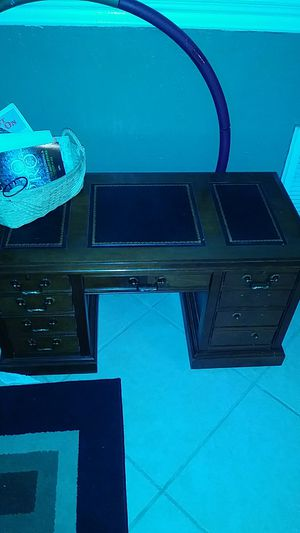Mini desk for Sale in Boca Raton, FL