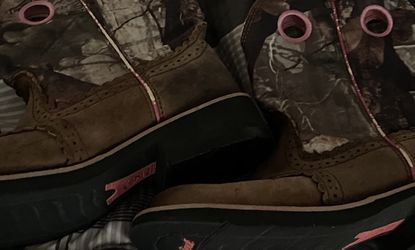Ariat Fatbaby Pink Camp Boots for Sale in Kilgore,  TX