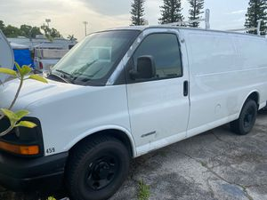 2003 Chevy express 2500 leaking head for Sale in Pompano Beach, FL