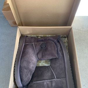Ugg Boots /Girls Clothes Size 9-12 for Sale in Brentwood, CA