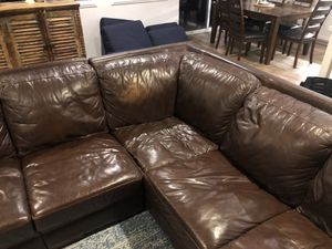Flex steel leather sectional for Sale in San Marcos, CA