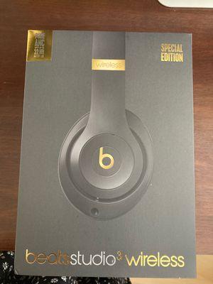 Beat studio 3 wireless headphones - shadow grey for Sale in LAUD BY SEA, FL