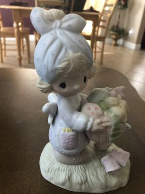 """Precious Moments figurine """" Be not weary in well doing"""" 6 inches tall, perfect condition under glass for Sale in Las Vegas, NV"""